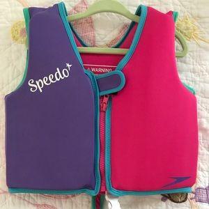 Girls size 2-4 year speedo life jacket